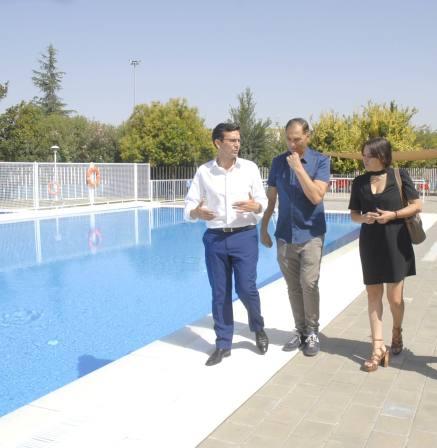 La piscina municipal de almanj yar abre sus puertas un for Piscina municipal de granada